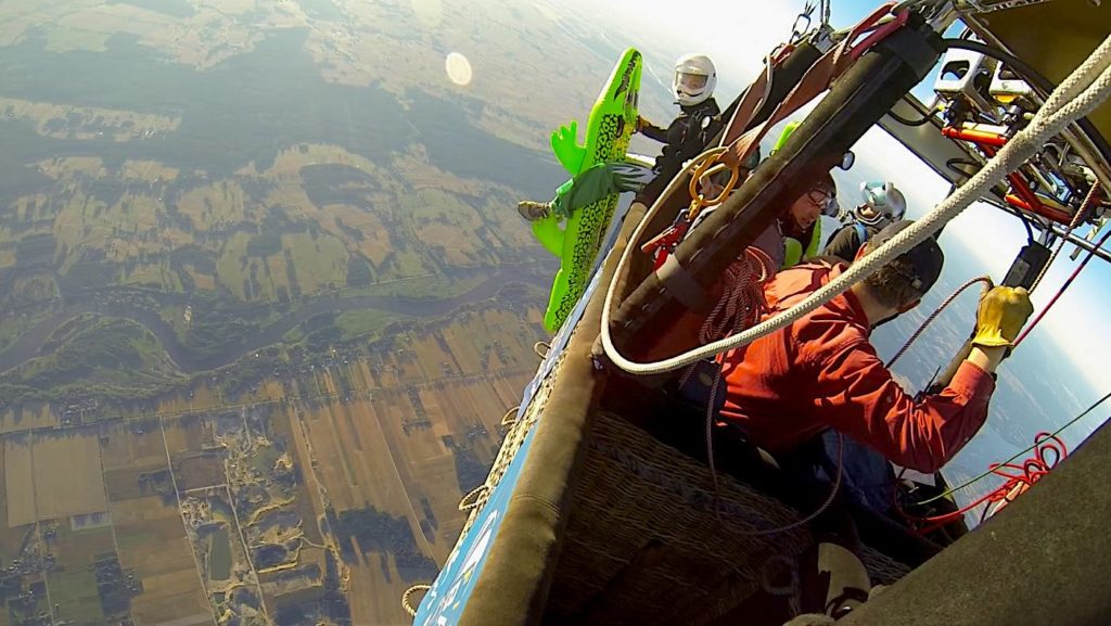 skok z balonu na ogrzane powietrze