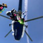 skok ze spadochronem smiglowiec