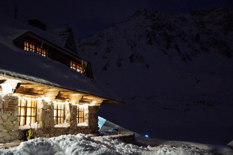 Tatry zimą z przygodami – schronisko w Pięciu Stawach